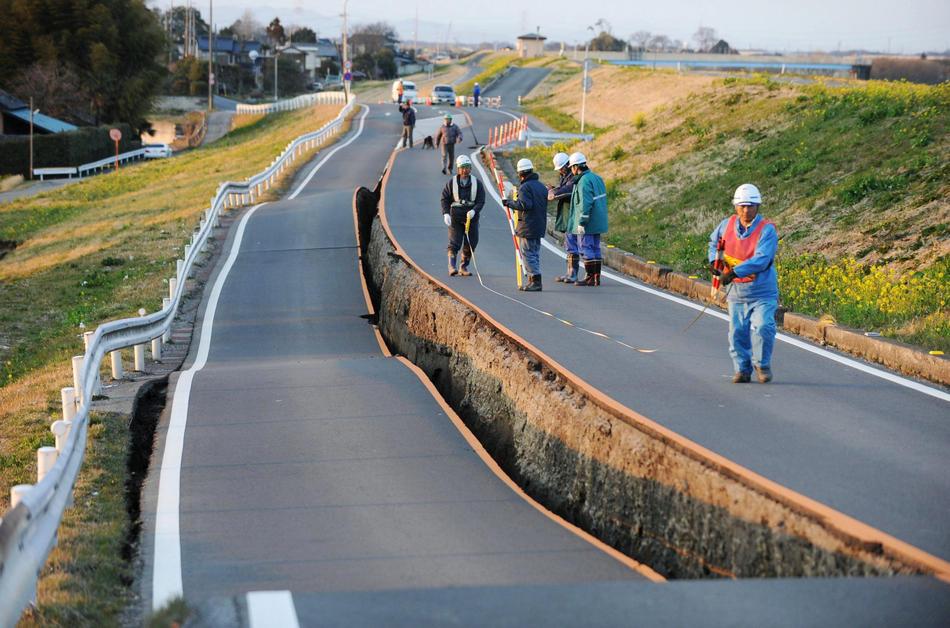 Terremoto de japón, carreteras destrozadas