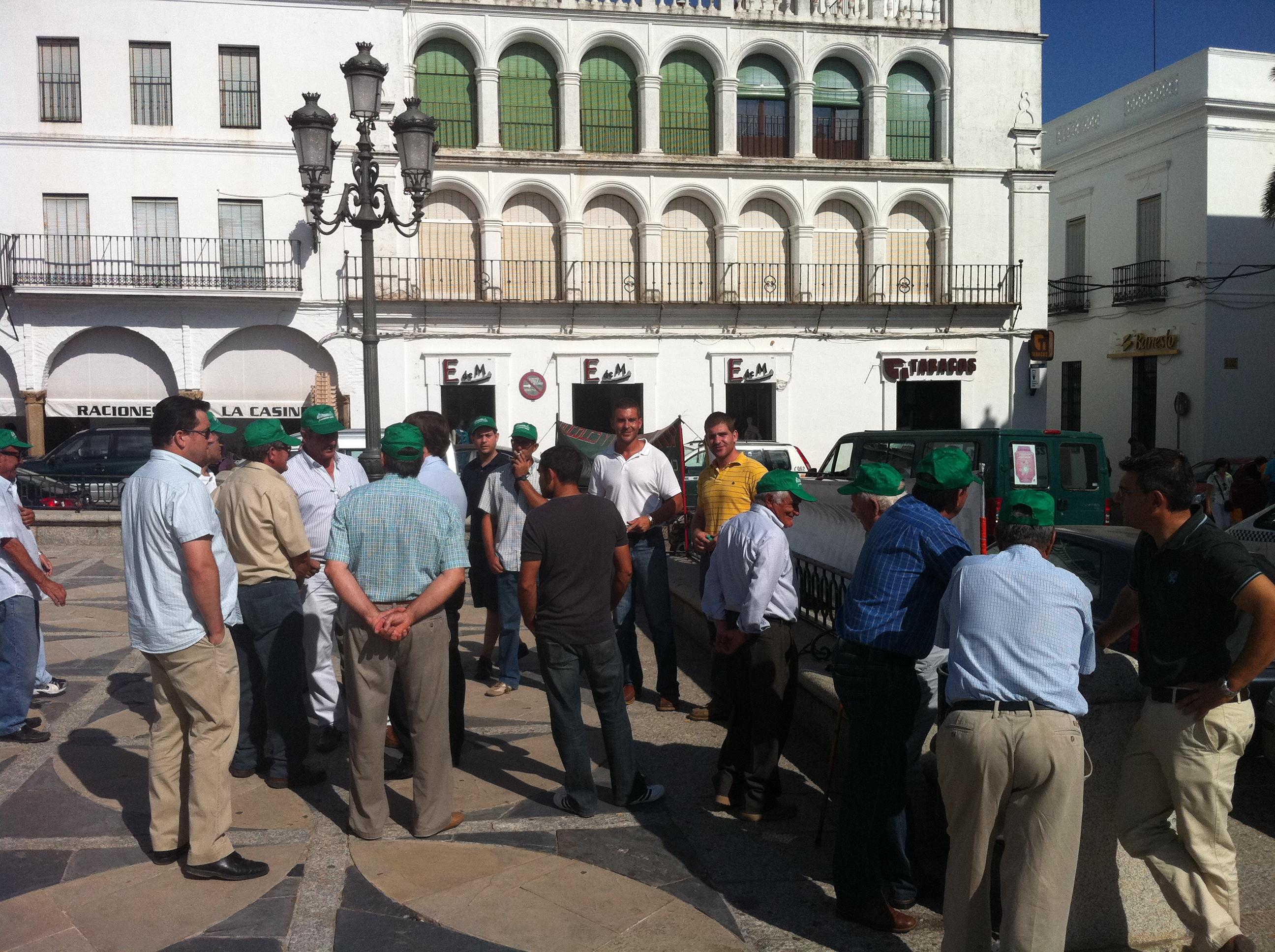 Llerena, manifestación por imapagos de Namigran