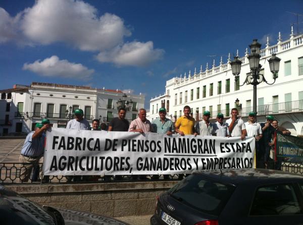 Manifestación de agriculotores por impagos de Namigran en Llerena