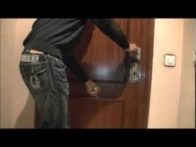 ¿Cómo abrir un puerta cerrada sin llave? 4 Formas muy sencillas